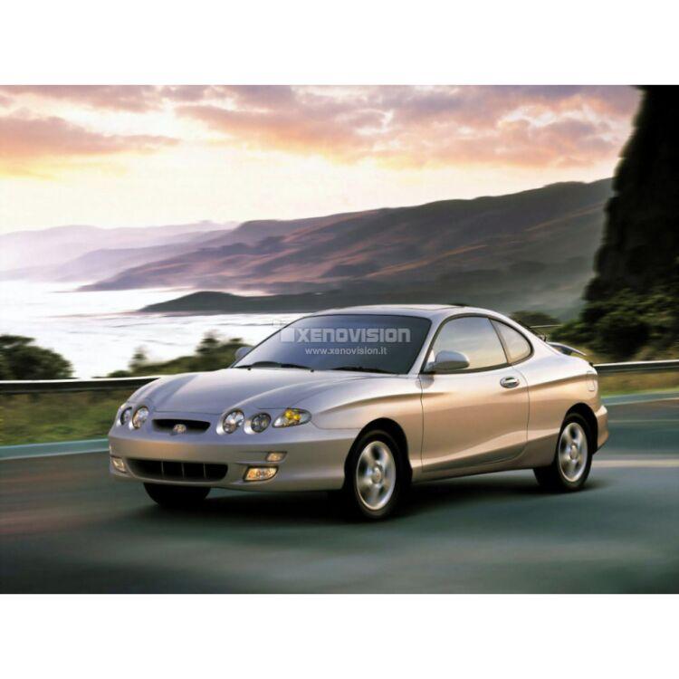 <p>Kit Xenon 35W specifico per il faro della Hyundai Coupe dal 1996 al 2001 e Luci Posizione Led in tinta. Plug&amp;Play zero spie, contiene tutto l'occorrente. Luce Bianco Solare 5000k.</p>
